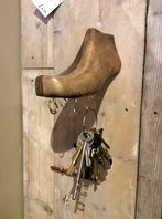 Shoe last wall key hooks